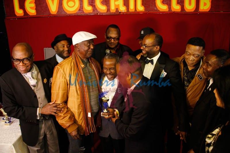L'hommage rendu de l'ensemble des artistes à Luamba Mfumu Makanda Yves alias DEMUKUSE lors de sa nomination lors de la remise de trophées de Franco et Nico au Volcan club organisée par l'association Assco France